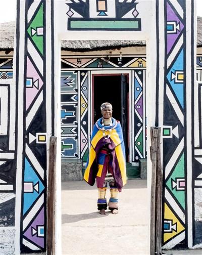 Esther Mahlangu : l'icône de l'art africain contemporain.