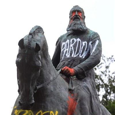 Le déboulonnage des statues en Occident : symbole de l'antiracisme contemporain.